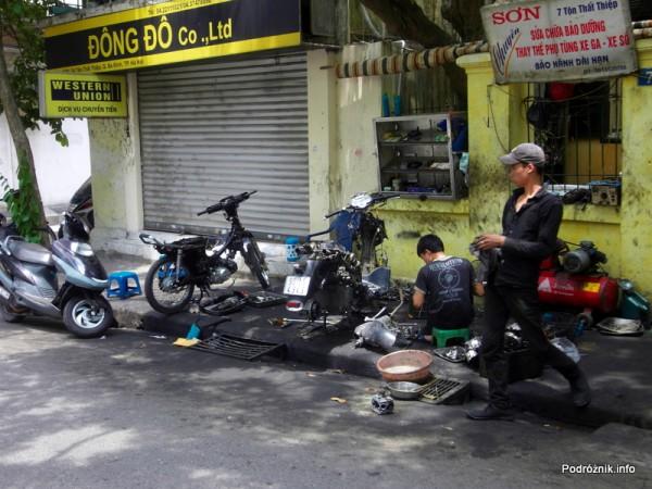 Wietnam - Hanoi - maj 2012 - warsztat napraw skuterów