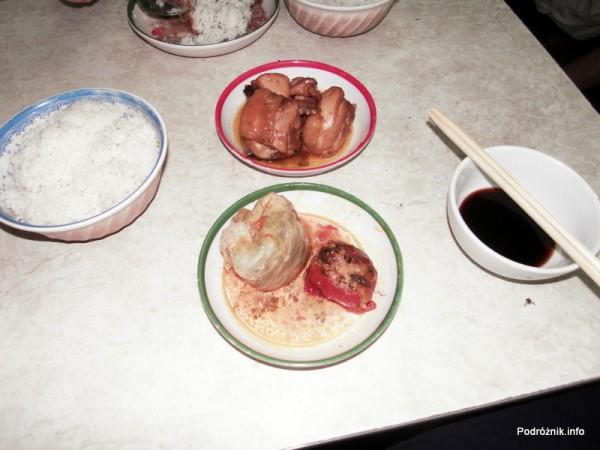 Wietnam - Hanoi - maj 2012 - pierożek i pomidor z farszem