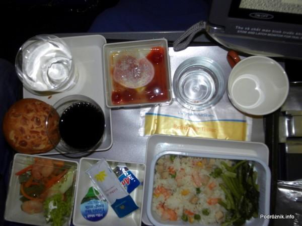 Vietnam Airlines - Boeing 777 - VN-A146 - jedzenie w klasie ekonomicznej - kolacja w stylu azjatyckim
