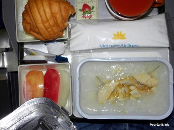 Vietnam Airlines - Boeing 777 - VN-A146 - jedzenie w klasie ekonomicznej - śniadanie wietnamskie
