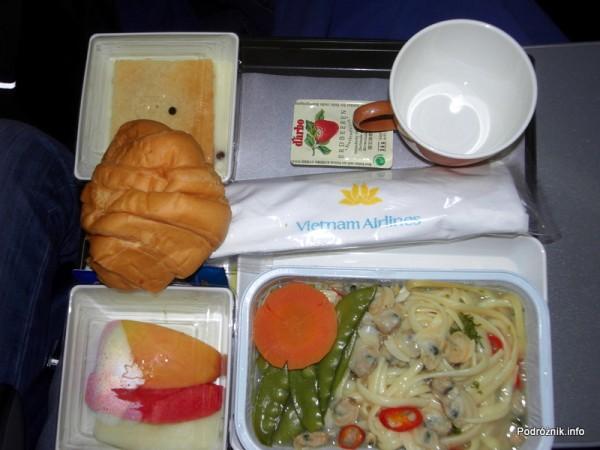 Vietnam Airlines - Boeing 777 - VN-A146 - jedzenie w klasie ekonomicznej - śniadanie (małże)