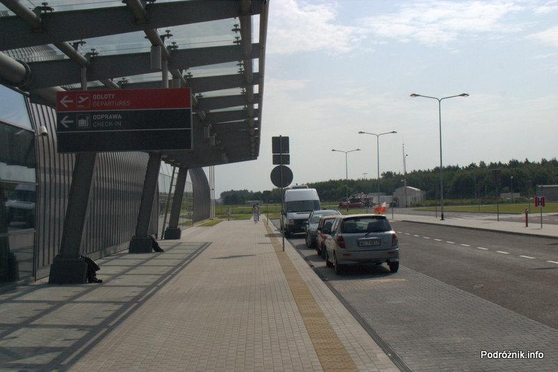 Lotnisko Modlin - przed terminalem