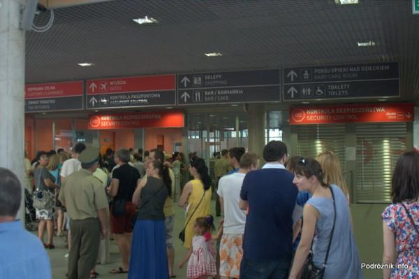 Lotnisko Modlin - przed kontrolą bezpieczeństwa