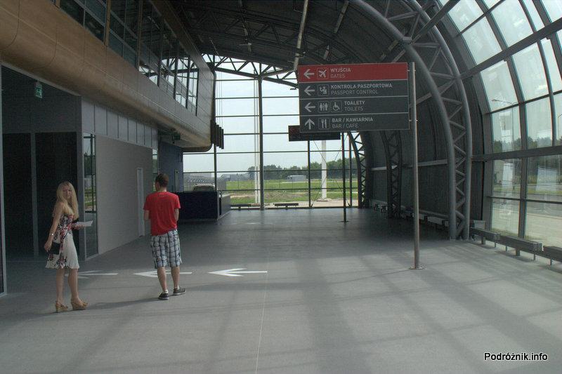 Lotnisko Modlin - hala po przejściu kontroli bezpieczeństwa