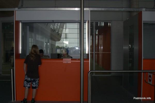 Lotnisko Modlin - kontrola dokumentów
