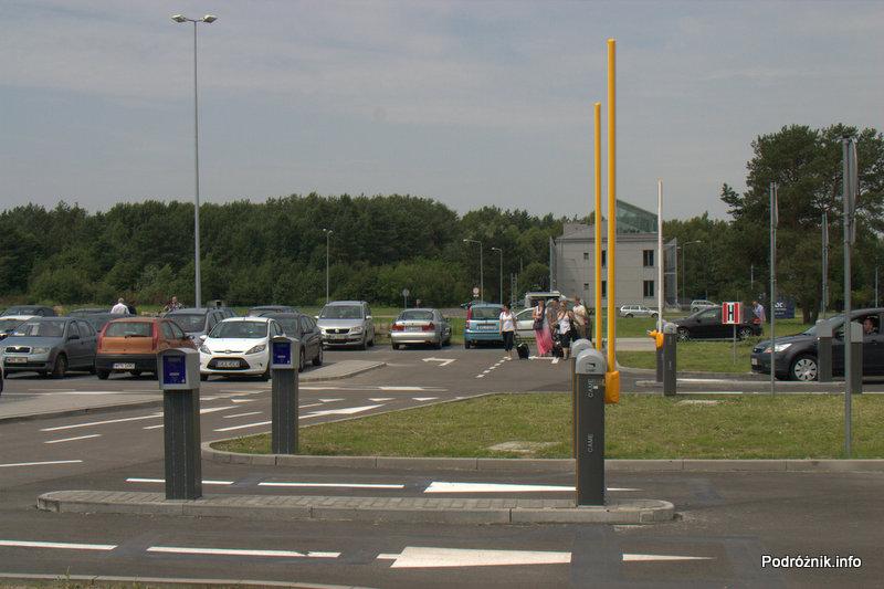 Lotnisko Modlin - szlabany przed parkingiem