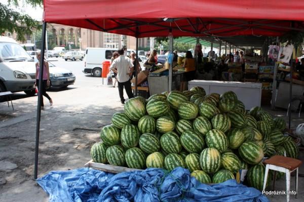Armenia - Erewan - lipiec 2012 - stoisko z arbuzami na bazarze