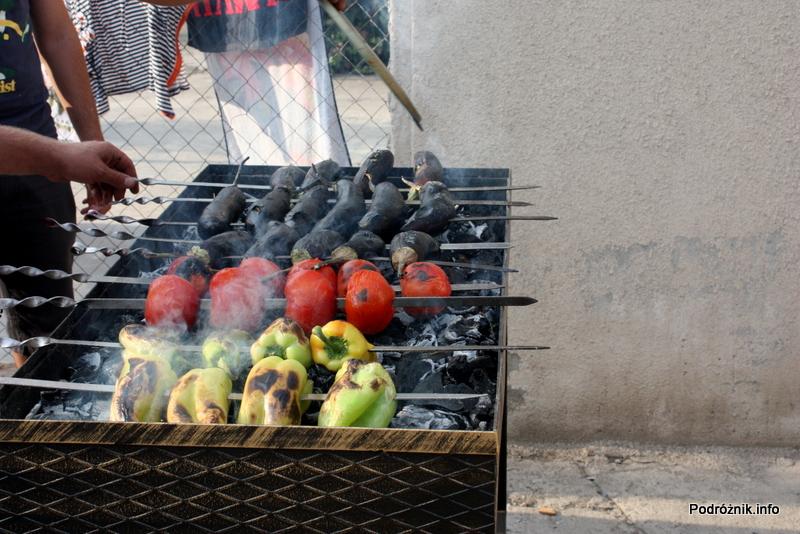 Armenia - Erewan - lipiec 2012 - warzywa na armeńskim grillu
