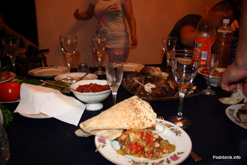 Armenia - Erewan - lipiec 2012 - armeński stół