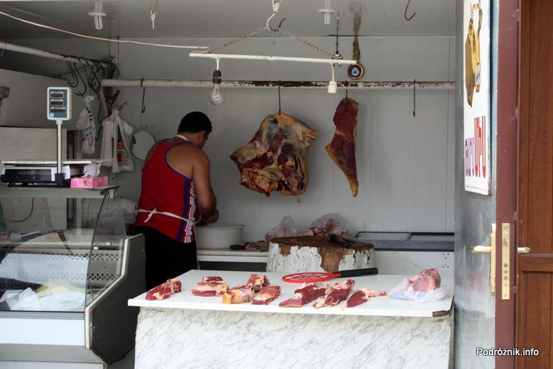 Armenia - Erewan - lipiec 2012 - targowisko na terenie dworca kolejowego - sklep mięsny