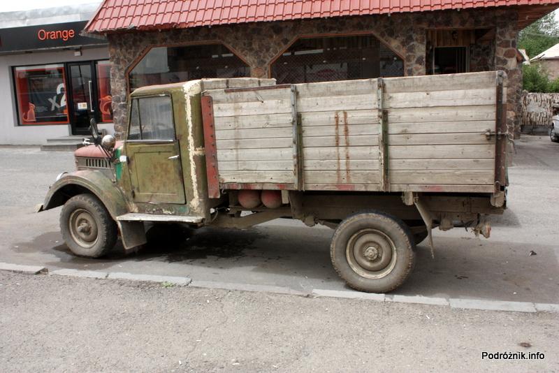Armenia - sierpień 2012 - stara ciężarówka