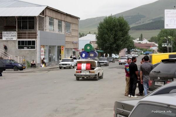 Armenia - sierpień 2012 - przeładowana łada