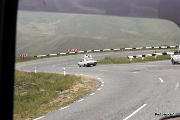 Armenia - sierpień 2012 - ostry zjazd