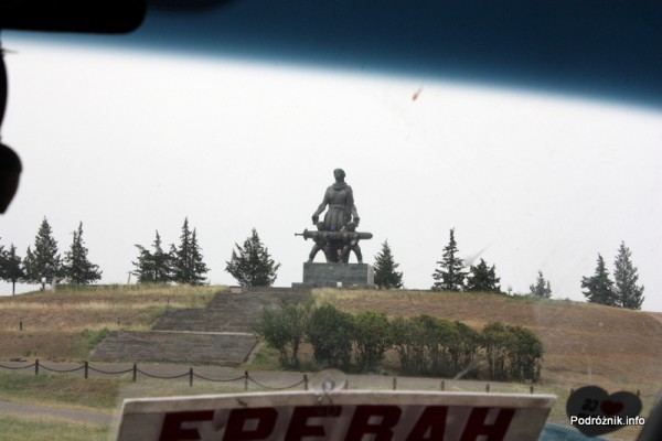 Gruzja - sierpień 2012 - pomnik