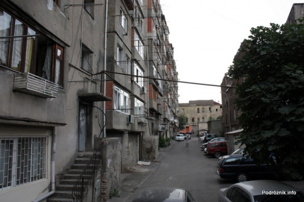 Gruzja - Tbilisi - sierpień 2012 - blok mieszkalny