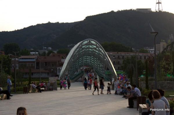 Gruzja - Tbilisi - sierpień 2012 - szklany most