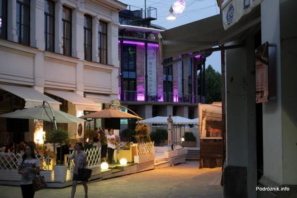 Gruzja - Tbilisi - sierpień 2012 - ogródki przy restauracjach na starym mieście