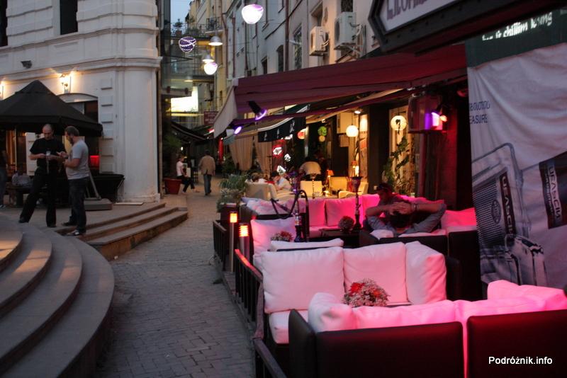 Gruzja - Tbilisi - sierpień 2012 - ogródek przy restauracji na starym mieście