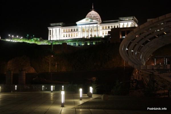 Gruzja - Tbilisi - sierpień 2012 - nocne zdjęcie Pałacu Prezydenckiego
