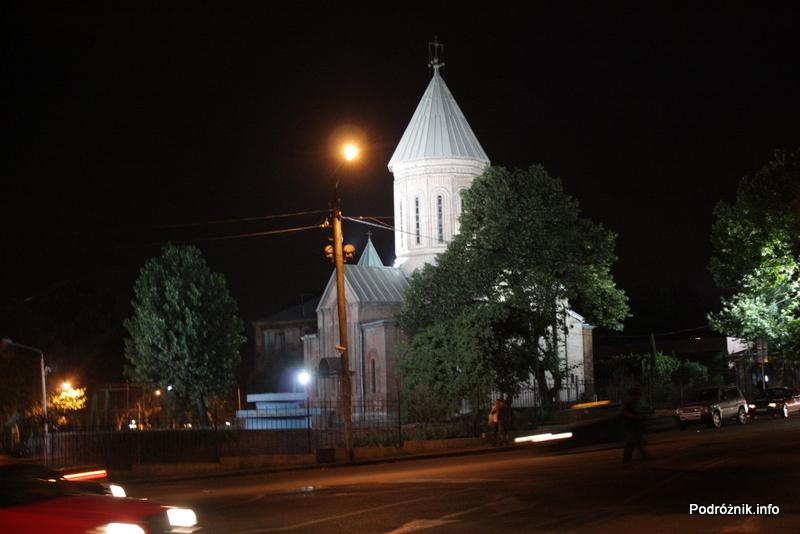 Gruzja - Tbilisi - sierpień 2012 - nocne zdjęcie kościoła