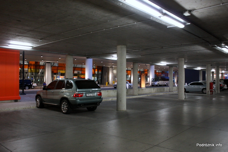 Erewan - Zvartnots International Airport - parking przy terminalu