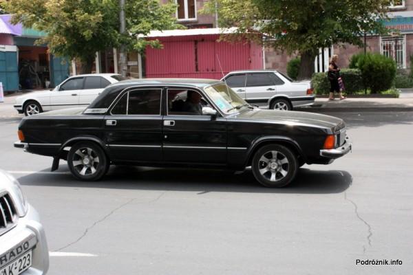 Armenia - Erewan - lipiec 2012 - nowszy typ czarnej wołgi