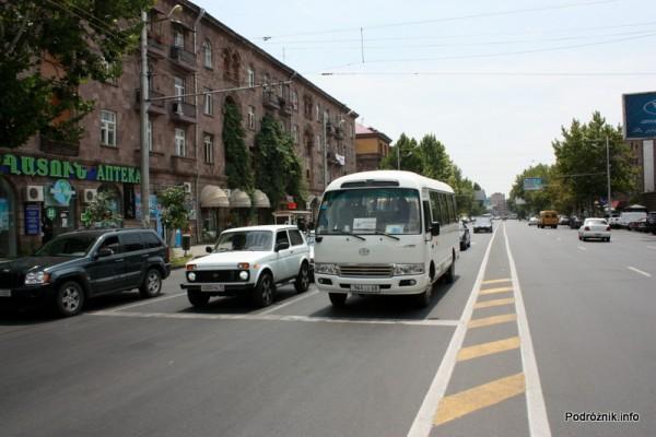 Armenia - Erewan - lipiec 2012 - szeroka ulica