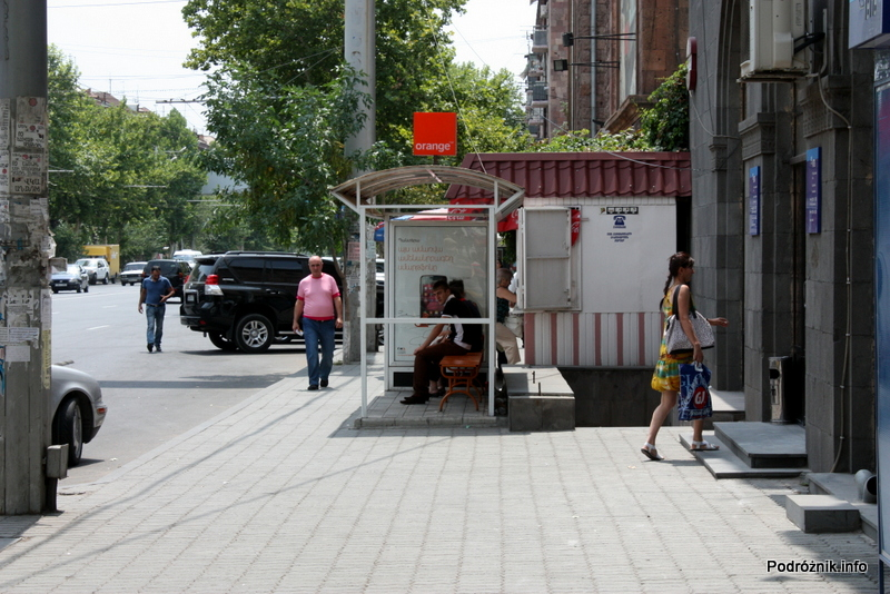 Armenia - Erewan - lipiec 2012 - nowe przystanki z reklamą orange