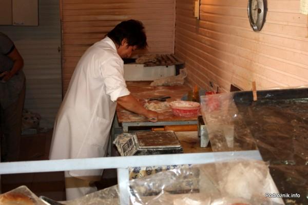 Armenia - Erewan - lipiec 2012 - przygotowanie lokalnego jedzenia