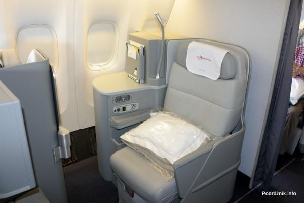 Alitalia - Boeing 777 - I-DISU - fotel w klasie biznes (Magnifica - Business)