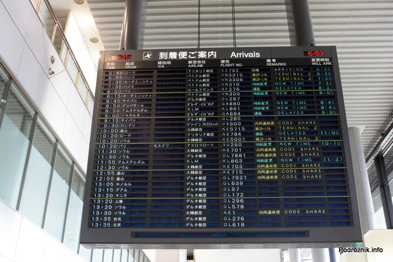 Japonia - Port lotniczy Tokio Narita - tablica przylotów - sierpień 2012