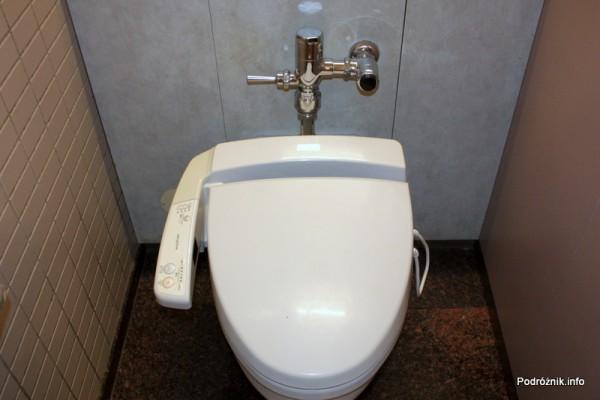 Japonia - Port lotniczy Tokio Narita - japońska toaleta ze sterowaniem - sierpień 2012