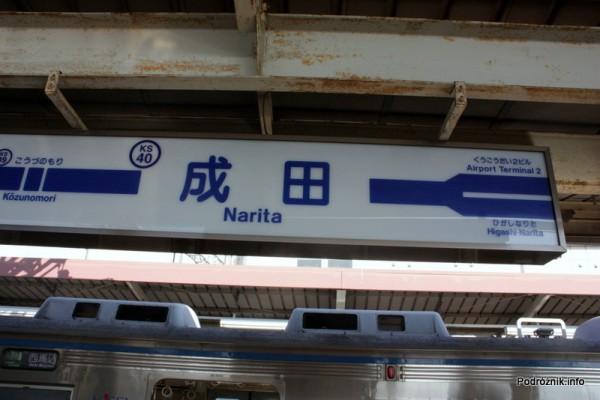 Japonia - Narita - oznaczenie na peronie - sierpień 2012