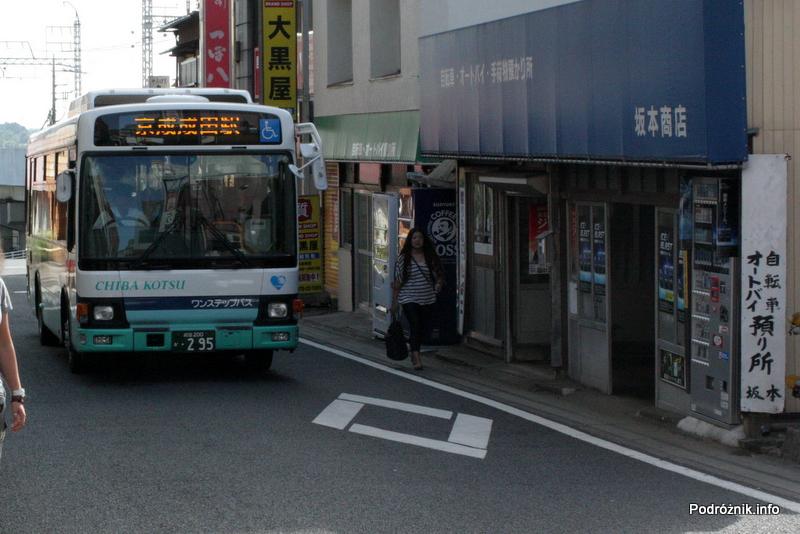 Japonia - Narita - autobus w pobliżu dworca kolejowego - sierpień 2012