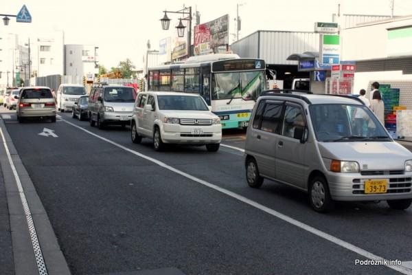 Japonia - Narita - samochody jak pudełka - sierpień 2012