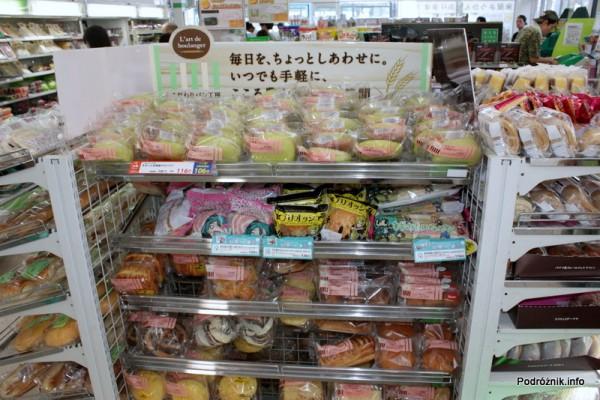 Japonia - Narita - ciastka w kolorowych opakowaniach - sierpień 2012