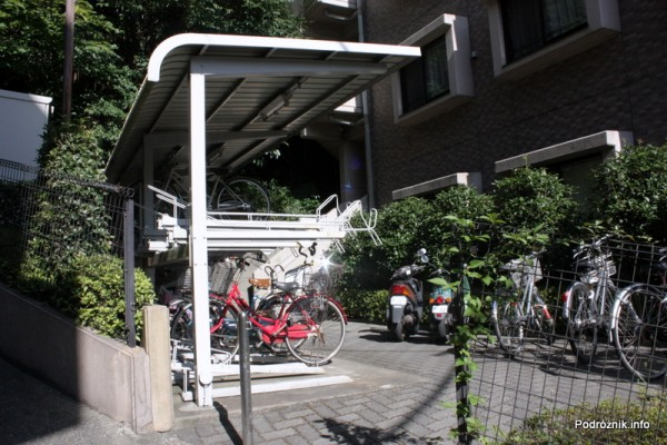 Japonia - Narita - parking na rowery pod blokiem - sierpień 2012