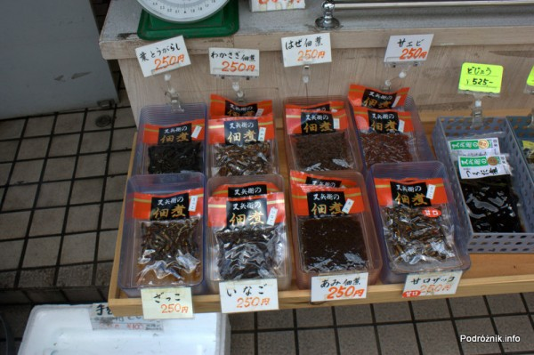 Japonia - Narita - pokarm dla rybek a może przysmak dla miejscowych  - sierpień 2012