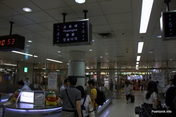 Japonia - Narita - kontrola przy wyjściu z metra przed wejściem na terminal - sierpień 2012