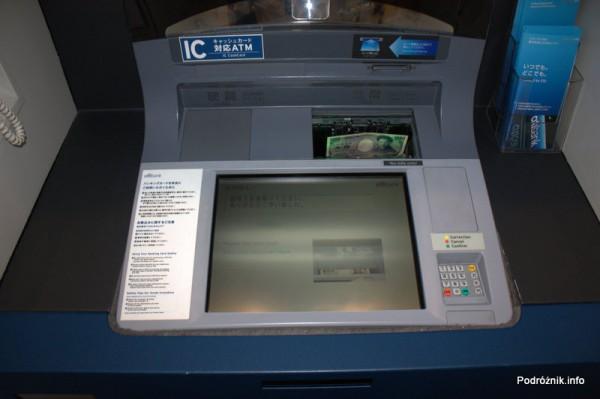 Japonia - Narita - poziomy bankomat Citi Bank z dużą szczeliną na banknoty - sierpień 2012