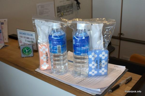 Japonia - Tokio Narita - hala odlotów - terminal 2 - prysznic - zestaw wliczony w cenę - sierpień 2012