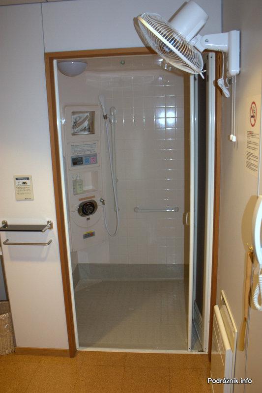 Japonia - Tokio Narita - hala odlotów - terminal 2 - kabina prysznicowa - sierpień 2012