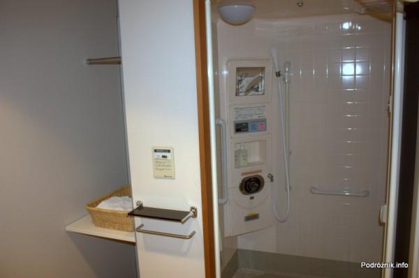 Japonia - Tokio Narita - hala odlotów - terminal 2 - kabina prysznicowa zbliżenie - sierpień 2012