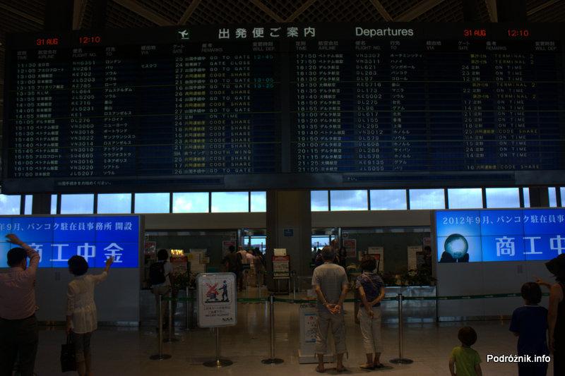 Japonia - Tokio Narita - hala odlotów - skrzydło północne - terminal 2 - tablica odlotów po japońsku - sierpień 2012