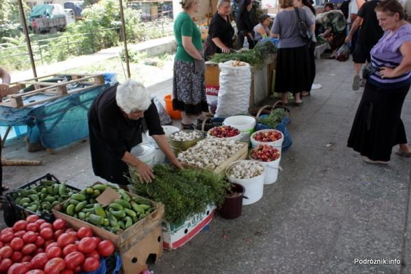 Gruzja - Tbilisi - sierpień 2012 - targ z warzywami i owocami na peronie byłego dworca kolejowego