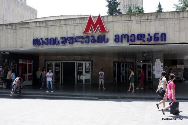 Gruzja - Tbilisi - sierpień 2012 - wejście do stacji metra