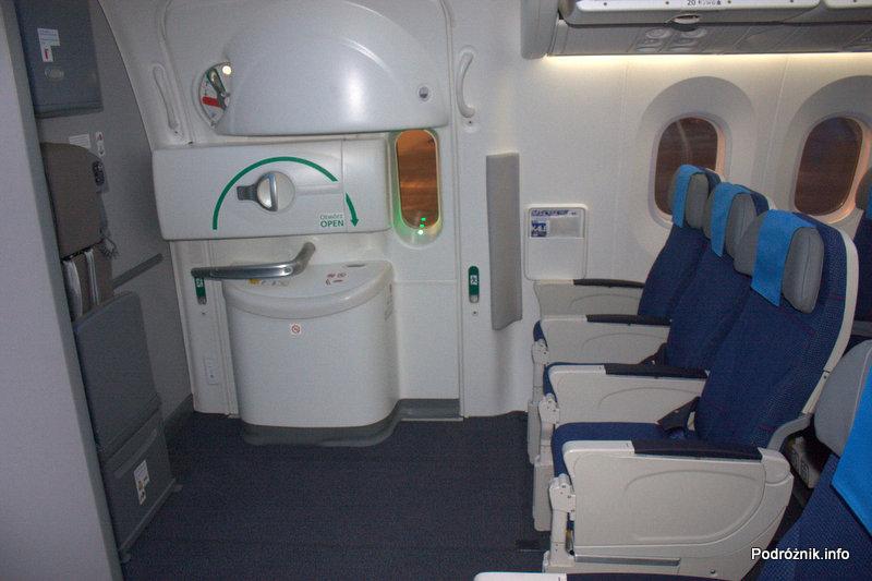 Polskie Linie Lotnicze LOT - Boeing 787 Dreamliner - SP-LRA - klasa ekonomiczna (Economy Club) - rząd przy wyjściu (exit row)