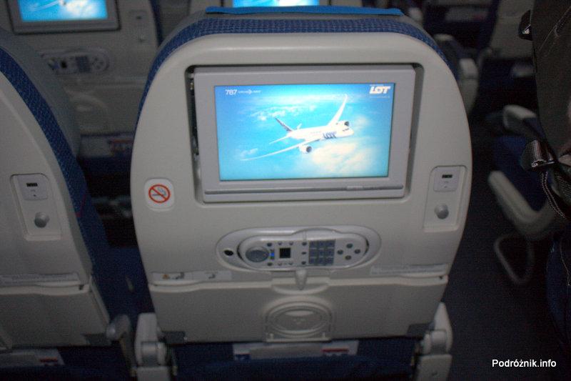Polskie Linie Lotnicze LOT - Boeing 787 Dreamliner - SP-LRA - klasa ekonomiczna (Economy Club) - oparcie fotela z wbudowanym monitorem systemu rozrywki pokładowej (IFE)