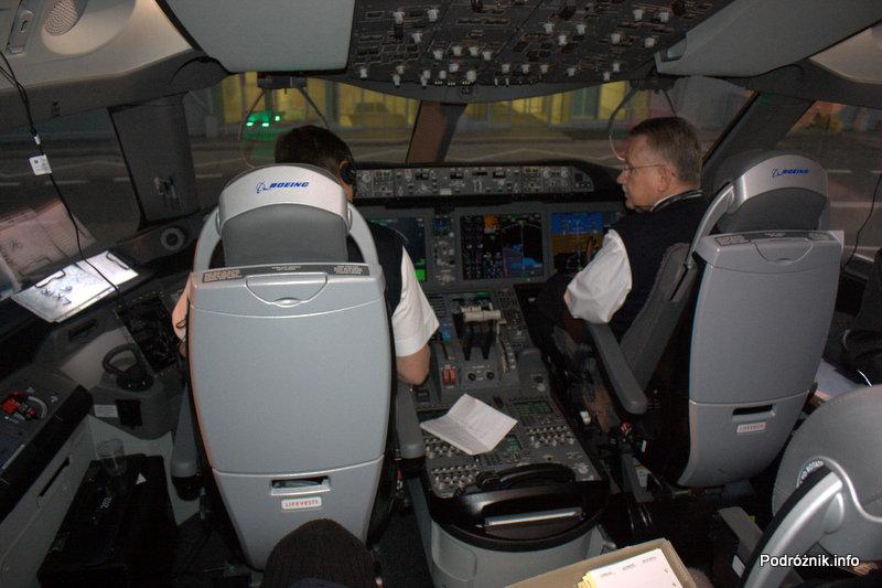 Polskie Linie Lotnicze LOT - Boeing 787 Dreamliner - SP-LRA - kokpit przed startem