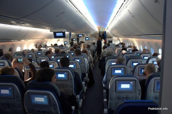 Pierwszy komercyjny przelot SP-LRA - klasa ekonomiczna (Economy Club) podczas lotu - widok z tyłu kabiny